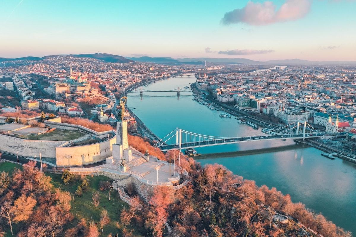 visiter-budapest-partir-en-europe-bence-balla-schottner